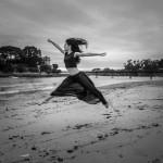 Salto de ballet en la playa