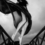 Salto espectacular en blanco y negro