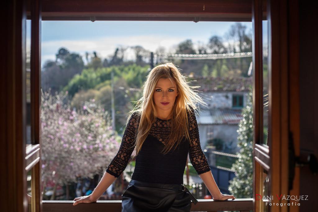 Modelo Rubia en el balcón