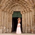 En la puerta de la iglesia de Betanzos