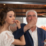 Tomando helado la novia en la boda