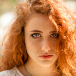 Isabel Gamboa, una modelo pelirroja en la playa