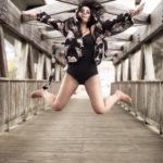 Saltando en el puente