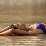 Ángela en el agua