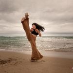 Chica haciendo capoeira