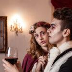 Vampiros bebiendo sangre