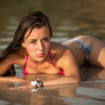 Sandra posando en el agua