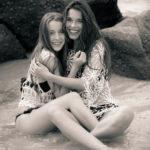 Sandra y Ángela en la playa