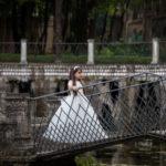 En el puente del estanque