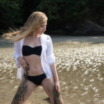 Jugando con lodo en la playa