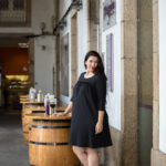 Vestido negro copa de vino