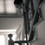 La novia bajando escaleras