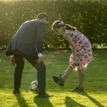 Jugando al fútbol