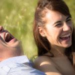 Risas de la pareja en la pre boda