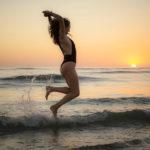 Salto de olas en la playa