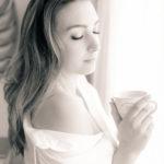 Tomando una taza de café