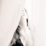 Sonrisa de modelo en blanco y negro