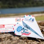 Invitación de boda en forma de avión de papel