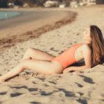 Como posar en fotos de playa