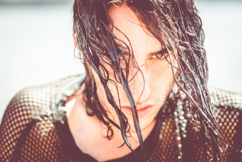 Rubén con el pelo mojado