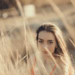Silvia entre las hierbas