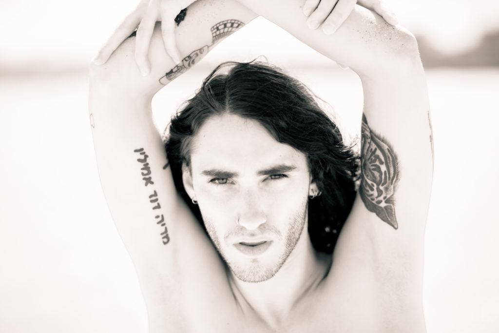 Modelos masculinos en blanco y negro
