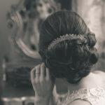 La novia en el espejo de la habitación