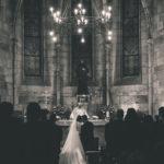 Novios en la ceremonia en la iglesia