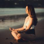Pose de yoga y meditación