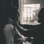 El novio se prepara para la boda
