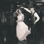 Los novios en la pista de baile