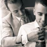 Colocando la corbata