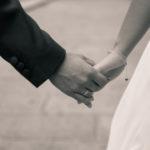 Manos de recién casados