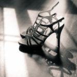 Zapatos de novia en blanco y negro