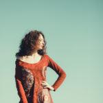 La pose con vestido rojo
