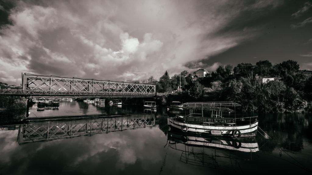 Puente sobre el río Mandeo en Bentanzos