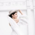 Moda bodas con sombrero y velo
