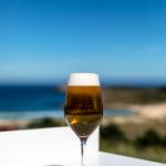 Caña de cerveza al lado de la playa
