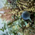 Ramo silvestre con flor azul