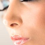 Cara con maquillaje profesional y retoque beauty